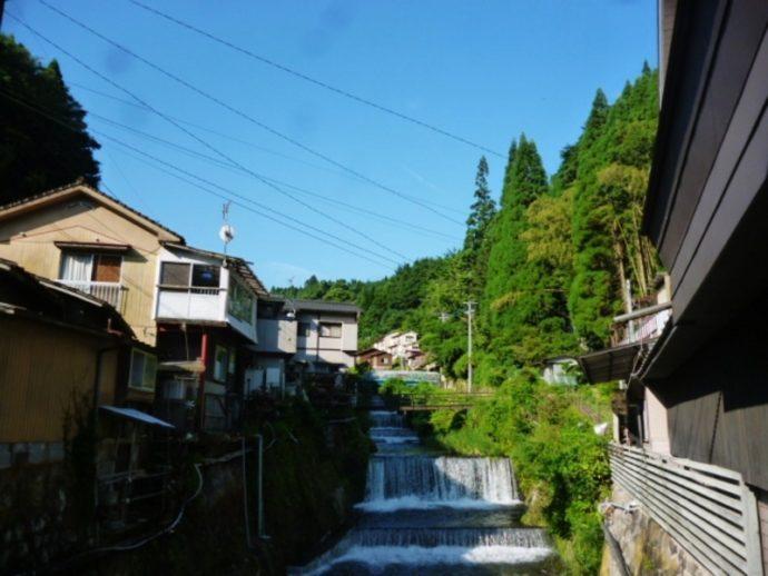 夕方になり、橋の上に立つと涼しい風が吹いて参ります。どうぞ夏の湯平温泉をお楽しみ下さい。