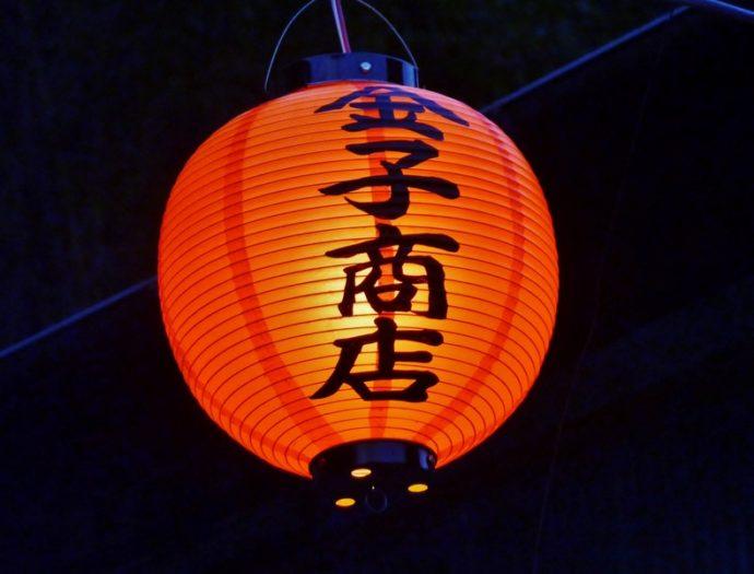 石畳を照らす赤提灯が「橋本地区」にも増設されました。